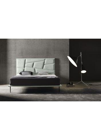 cama tapizada con patas 2020